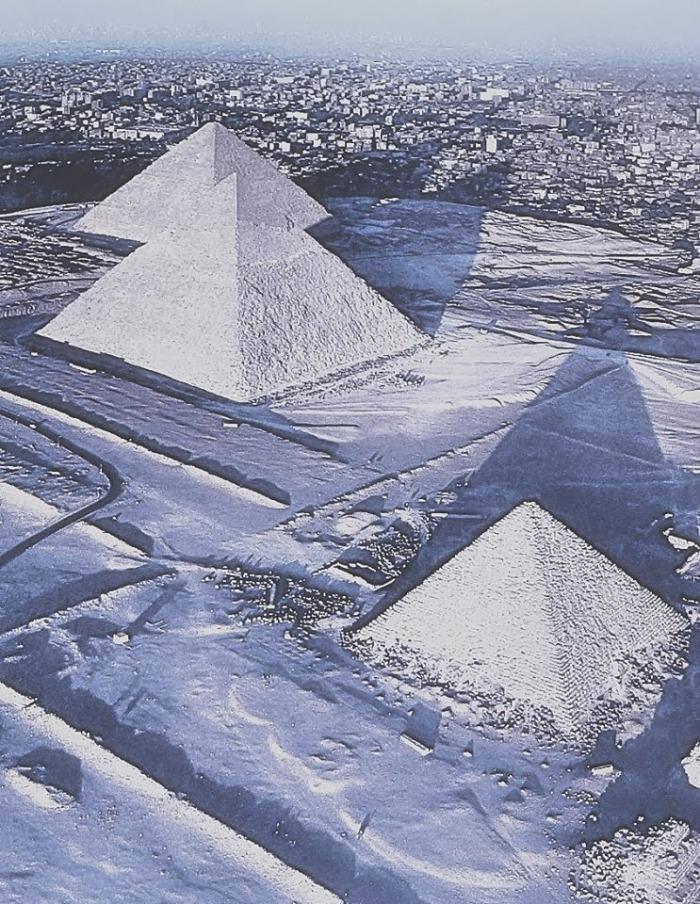 Pyramiden-im-Schnee