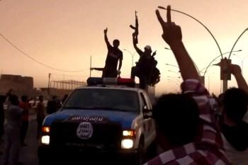 Religion des Friedens zwischen Anspruch und Realität Isis-militants-in-parade