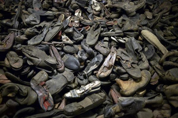 Shoah_Die-Schuhe-von-Auschwitz