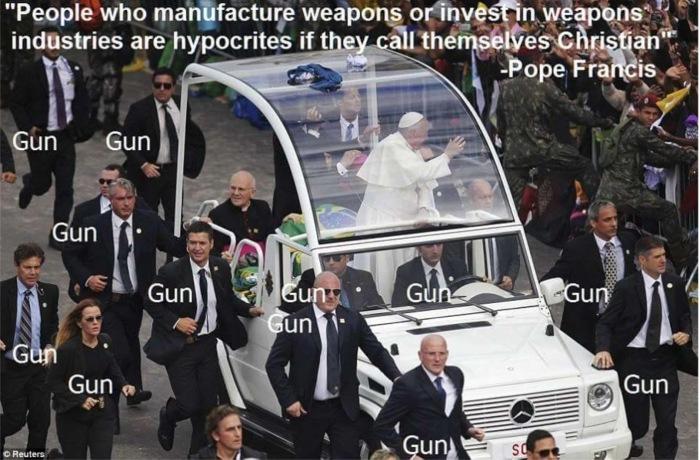Obama_Pope-on-Guns
